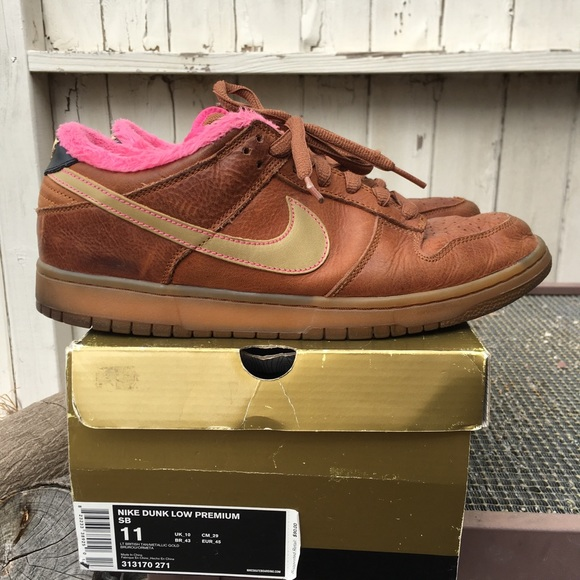 differently f9095 e9f73 Nike SB Dunk Premium (Gibson Guitar Case)